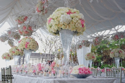 Setting the Stage with Wedding Acts : Romantic Wedding by the Cliff inBali