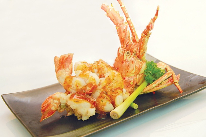 Live-Lobster-Baked-with-Lemongrass-Sauce-(龙腾四海)