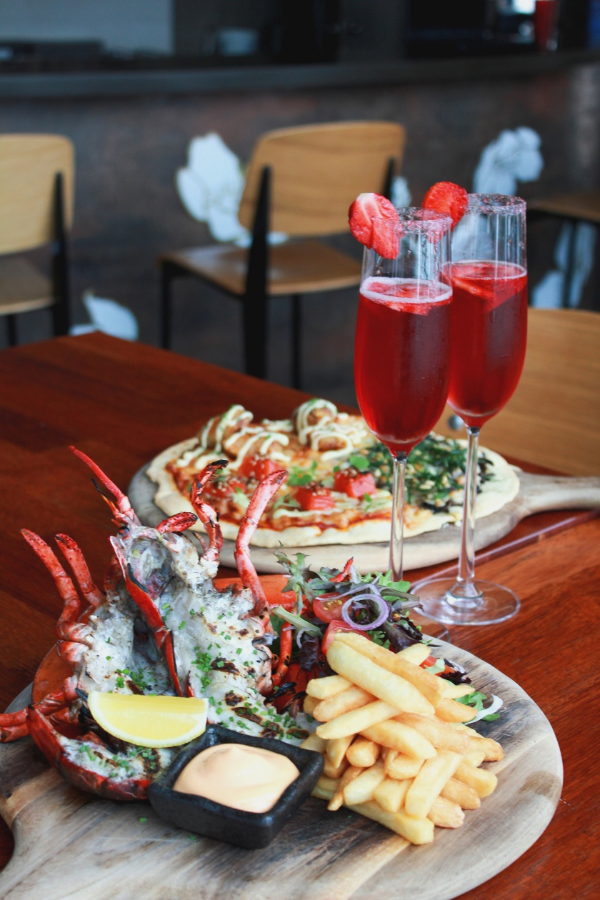 Pizza-Combo-Platter,-Supernova-&-Chargrilled-'Live'-Whole-Boston-Lobster_copy