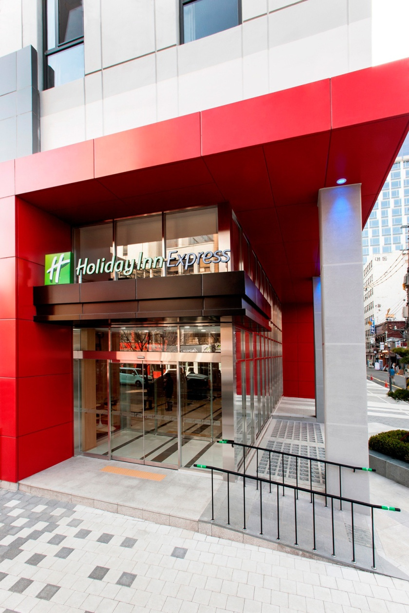 Holiday-Inn-Express-Seoul_exterior