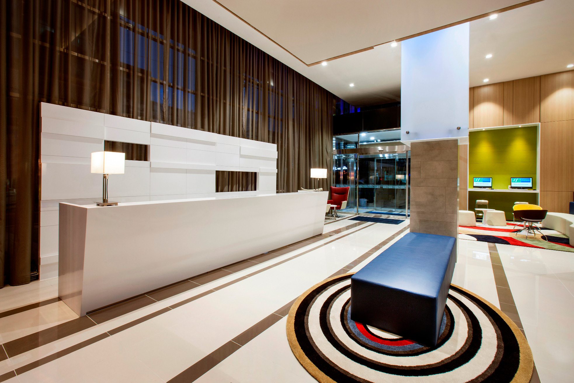 Holiday-Inn-Express-Seoul_lobby-2