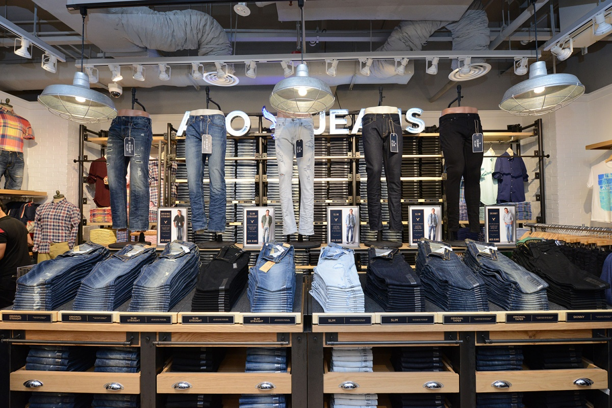 AEO-Store-Set-up_Men's-Jeans-Wall_1